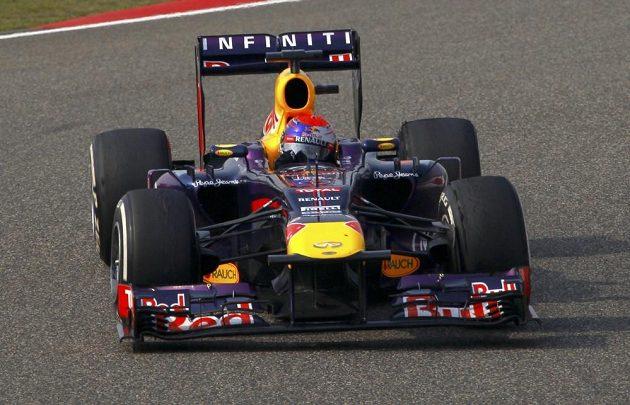 Sebastian Vettel se z deváté kvalifikační pozice dostal až do čela GP Číny, nakone skončil na nepopulárním čtvrtém místě.