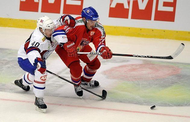V souboji (zleva) Ken Andre Olimb z Norska a Robert Kousal.
