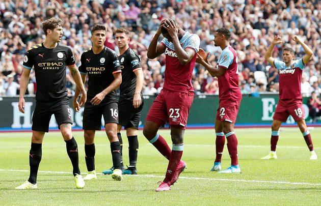 Úřadující šampioni Premier League fotbalisté Manchesteru City v úvodním utkání na hřišti West Hamu nezaváhali