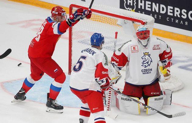 Šimon Hrubec inkasuje jeden z gólů proti Rusku.