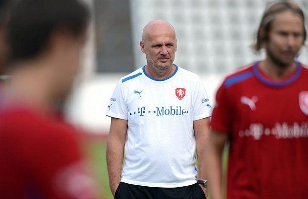 Trenér české reprezentace Michal Bílek během tréninku národního týmu.