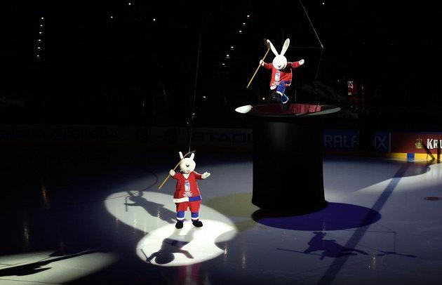 Večerníčkové postavy Bob a Bobek při slavnostním zahajení hokejového mistrovství světa v Praze.