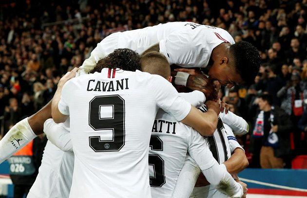 Radost fotbalistů PSG z gólu proti Liverpoolu v Lize mistrů.