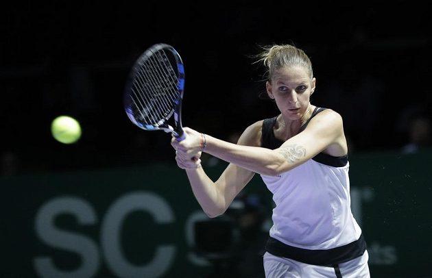 Karolína Plíšková v utkání se Španělkou Gabriňe Muguruzaovou.