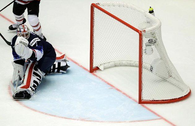 Americký brankář Keith Kinkaid poprvé inkasuje v utkání s Kanadou.