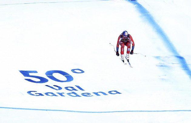 Norský lyžař Aksel Lund Svindal při sjezdu ve Val Gardeně.