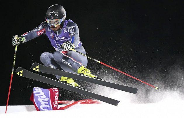 Francouz Cyprien Sarrazin na trati paralelního obřího slalomu v Alta Badii.