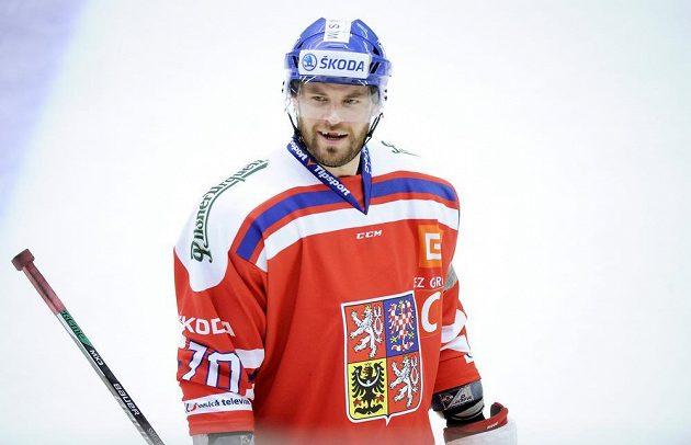 Český kapitán Radek Smoleňák při utkání se Švédy v Ummee.