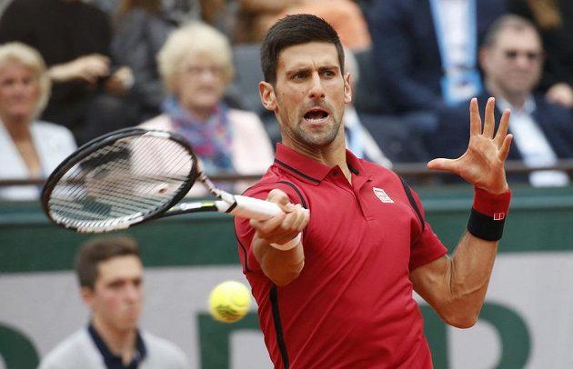 Srbský tenista Novak Djokovič během finálového zápasu French Open s Andym Murraym.