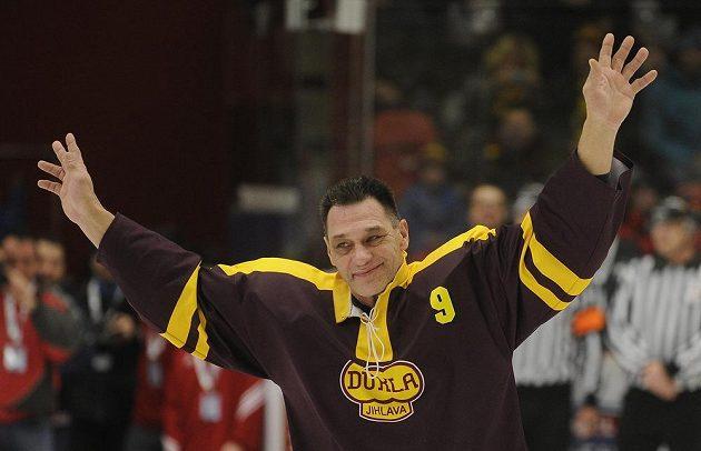 Český reprezentant Oldřich Válek nastoupil v historickém dresu Dukly Jihlava a rozloučil se s hokejovou kariérou.