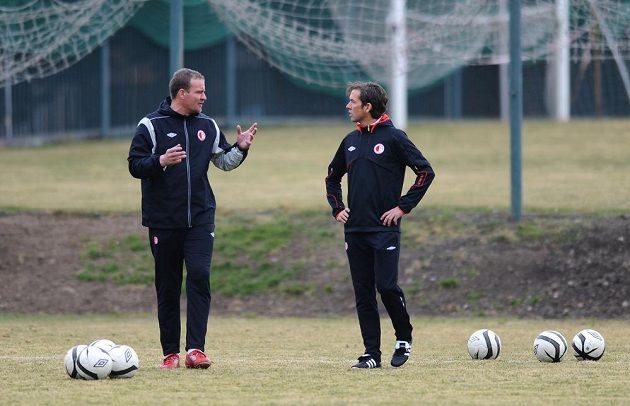 Nový trenér Slavie Alex Pastoor (vpravo) a trenér brankářů Oldřich Pařízek.