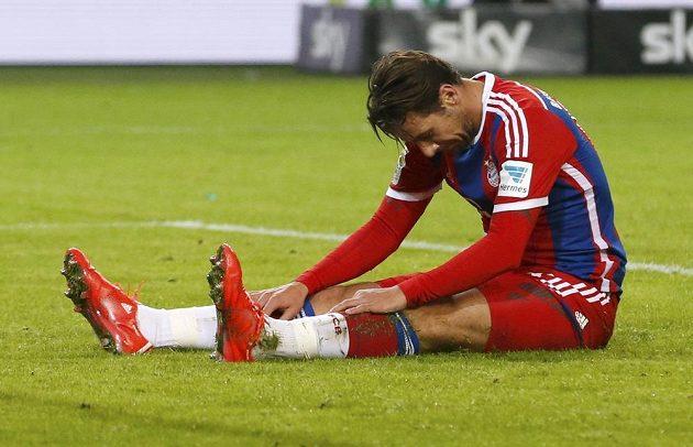 Smutný Claudio Pizzaro z Bayernu po porážce ve Wolfsburgu.