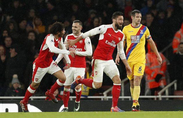 Olivier Giroud z Arsenalu se raduje poté, co otevřel skóre proti Crystal Palace.