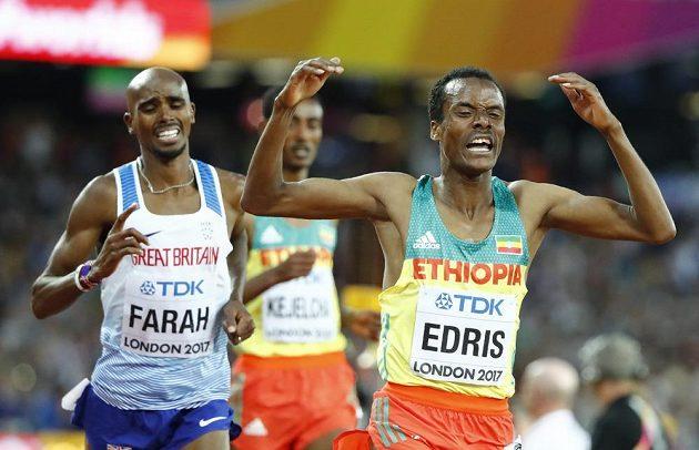 Muktar Edris z Etiopie překazil zlaté loučení Britovi Mo Farahovi.