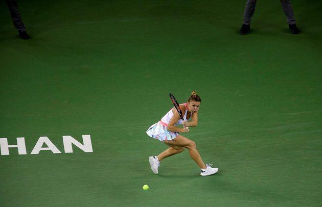 Rumunská tenistka Simona Halepová během semifinálového duelu s Petrou Kvitovou na turnaji ve Wu-chanu.