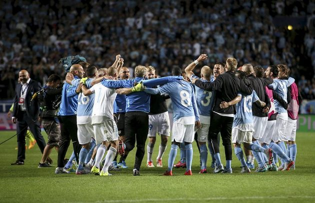 Hráči Malmö si vyšlápli na Celtic Glasgow a druhou sezónu v řadě si zahrají skupinovou fázi Ligy mistrů.