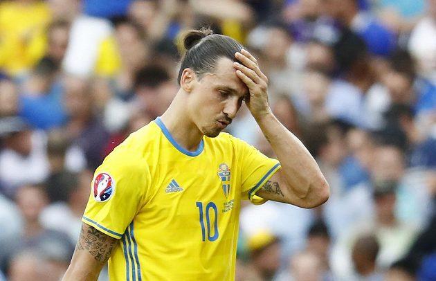 Zklamaný Zlatan Ibrahimovic po porážce švédského týmu od Italů.