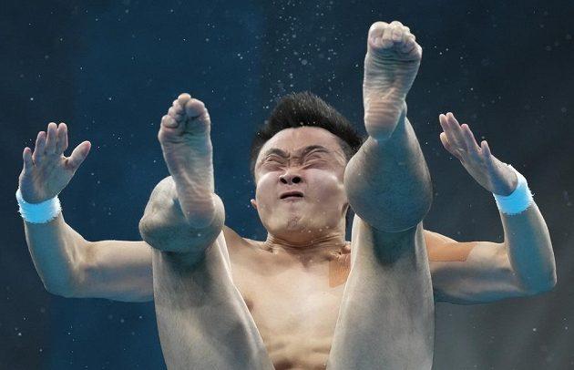 Skoky do vody z desetimetrové věže na olympijských hrách vyhrál Cchao Jüan.