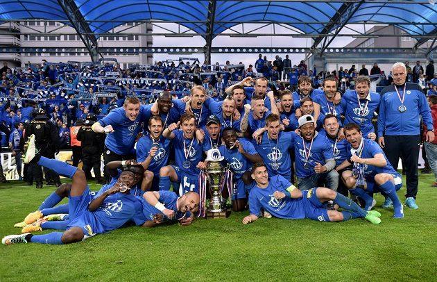 Fotbalisté Slovanu Liberec oslavují vítězství ve finále Poháru FAČR proti Jablonci.
