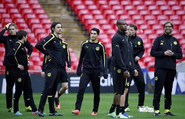Trenér Dortmundu Jürgen Klopp (vpravo) hýří dobrou náladou.