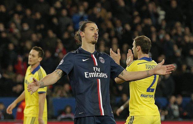 Útočník Paris St. Germain během utkání s Chelsea.