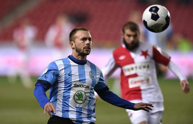 Záložník Mladé Boleslavi Jan Štohanzl během utkání na Slavii.