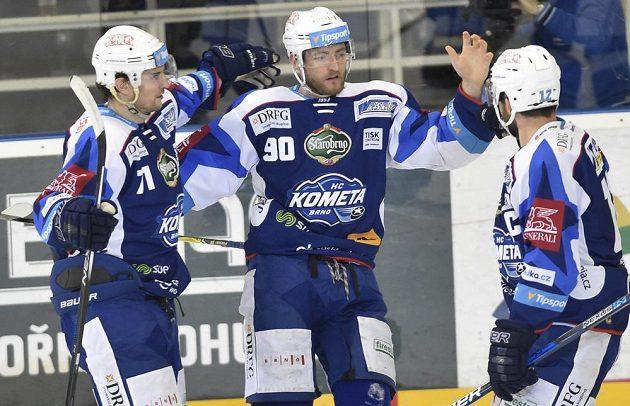 Zleva Tomáš Malec z Brna, autor gólu Martin Dočekal z Brna a kapitán Brna Leoš Čermák.