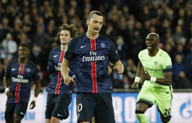 Útočník PSG Zlatan Ibrahimovic poté, co neproměnil penaltu proti Manchesteru City.