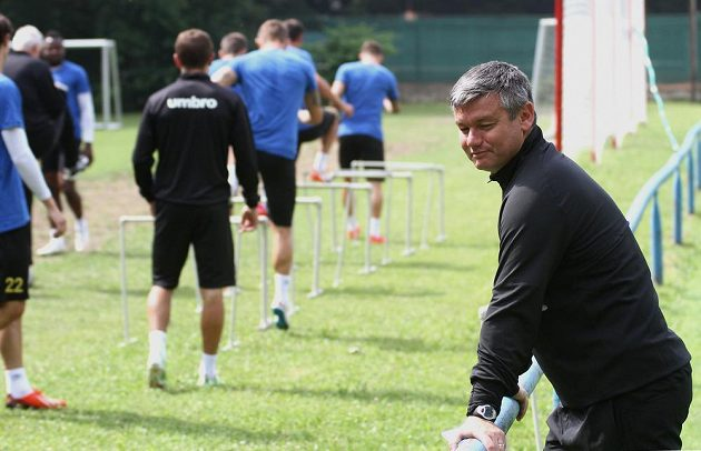 Kouč David Vavruška na tréninku, kterým 22. června v Proboštově zahájil sezonu prvoligový fotbalový tým FK Teplice.