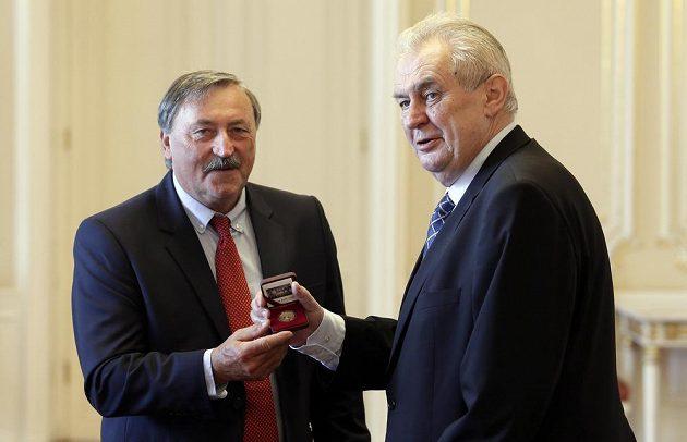 Prezident Miloš Zeman s hrdinou mistrovství Evropy 1976 Antonínem Panenkou (vlevo).