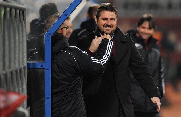 Olomoucký sportovní ředitel Zdeněk Psotka (vpředu vpravo) se raduje z gólu proti pražské Spartě.