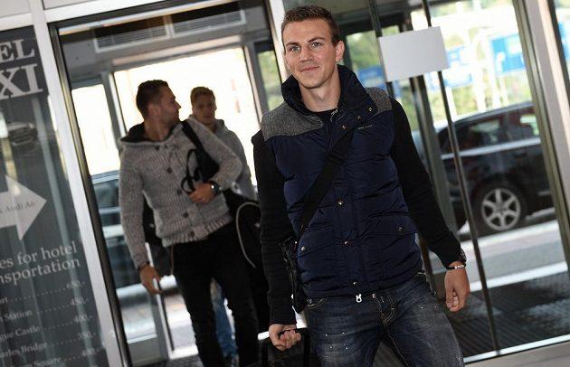 Středopolař Vladimír Darida přichází na sraz české fotbalové reprezentace.