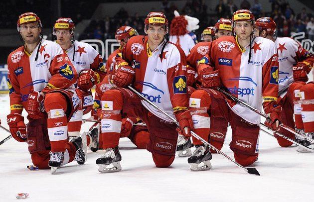 Hokejisté pražské Slavie po posledním soutěžním utkání sezóny.