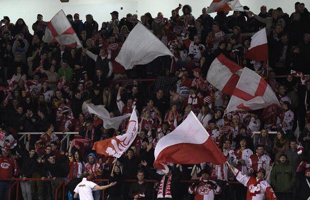 Fanoušci Slavie v pražském Edenu, kde červenobílí odehrají zbylé zápasy tohoto soutěžního ročníku.