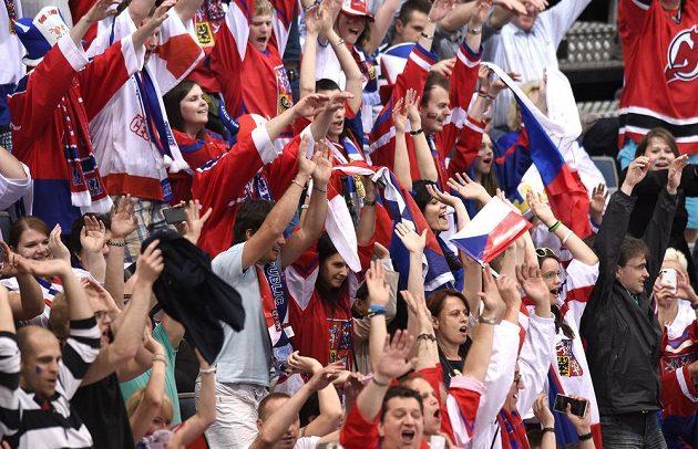 Spokojení fanoušci české hokejové reprezentace.