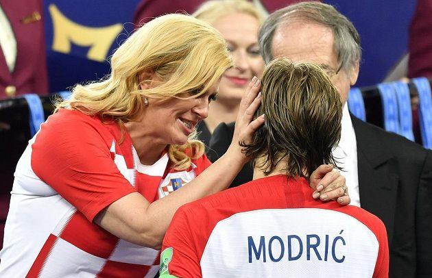 Luku Modriče utěšovala i chorvatská prezidentka Kolinda Grabarová-Kitarovičová.
