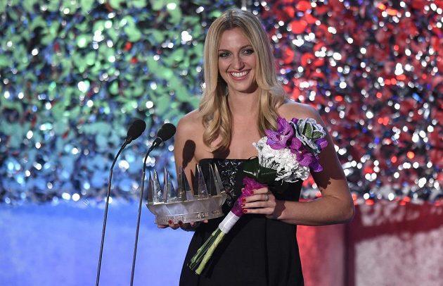 Vítězka ankety Sportovec roku 2014 Petra Kvitová s trofejí.