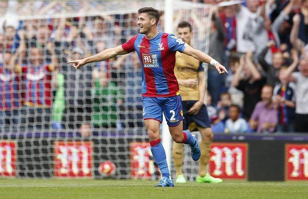 Joel Ward z Crystal Palace jásá poté, co překonal Petra Čecha v bráně Arsenalu.