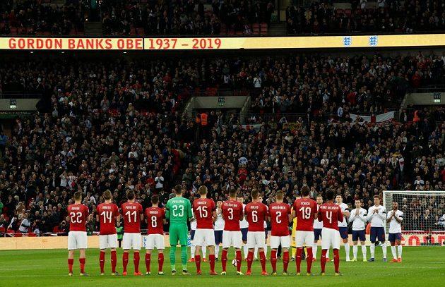 Minuta ticha na počest slavného brankáře Gordona Bankse před utkáním Anglie - ČR.