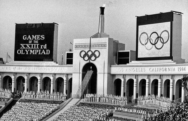 Zahajovací ceremoniál na Los Angeles Memorial Coliseum při OH 1984.