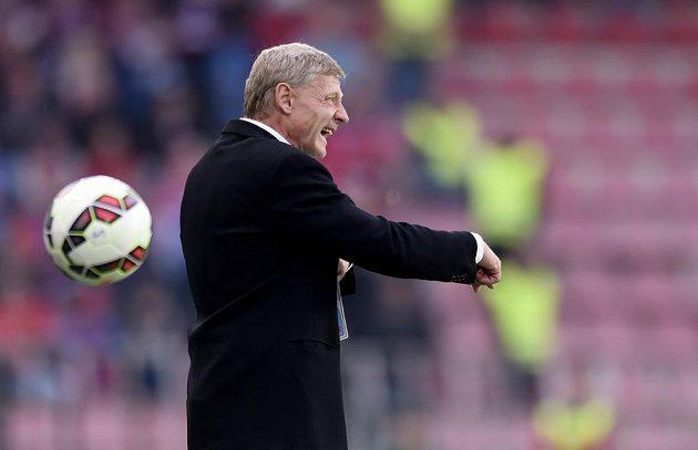 Trenér Sparty Praha Zdeněk Ščasný během utkání proti Plzni.