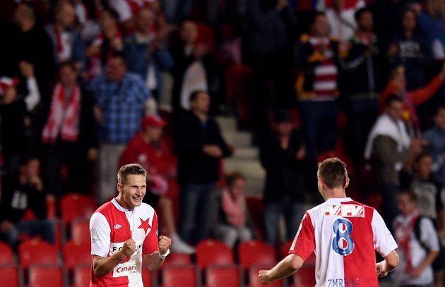 Slávistický útočník Milan Škoda (vlevo) a záložník Jaromír Zmrhal se radují z gólu proti Plzni.