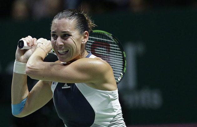 Italská tenistka Flavia Pennettaová během utkání s Polkou Agnieszkou Radwaňskou na Turnaji mistryň.
