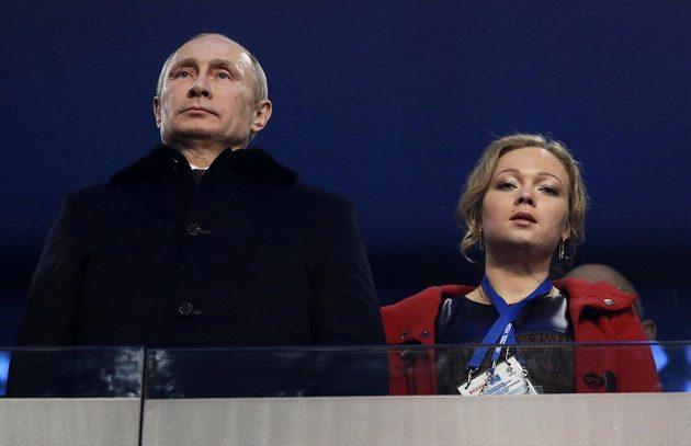 Ruský prezident Vladimir Putin a bývalá bobistka Irina Skvorcovová na slavnostním zahájení ZOH v Soči.