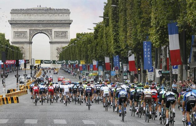 A končili na Champs Elysees.