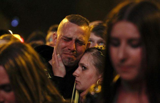 Fanoušci Dortmundu se po prohraném finále Ligy mistrů neubránili slzám.
