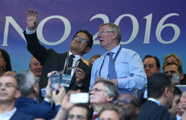 Uznávaní trenéři Fabio Capello (vlevo) a Sir Alex Ferguson přihlížejí finále Ligy mistrů.