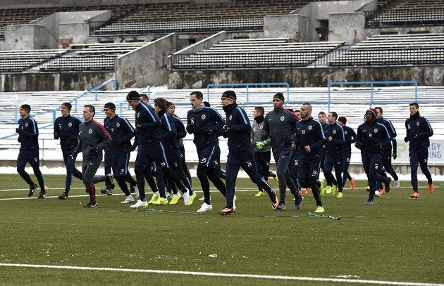 Fotbalisté Sparty během tréninku.