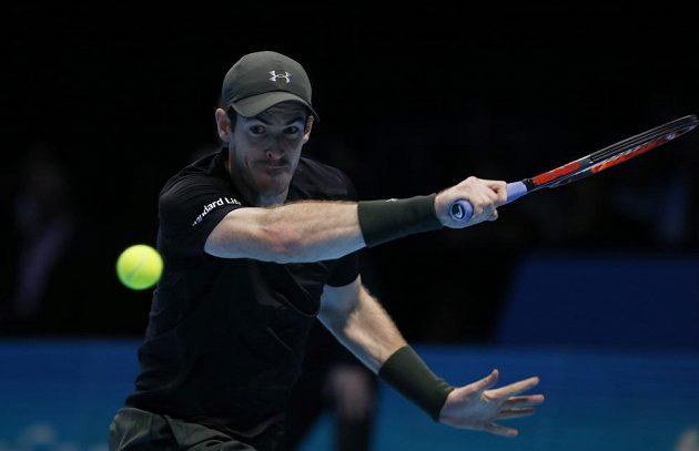Andy Murray ve finále Turnaje mistrů proti Novaku Djokovičovi.