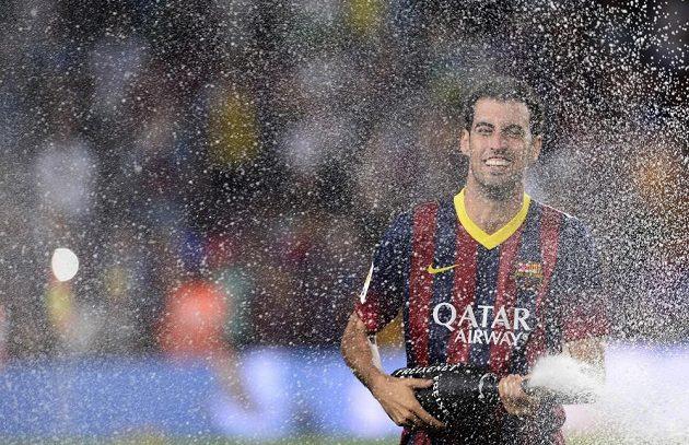 Záložník Barcelony Sergio Busquets oslavil triumf ve španělském Superpoháru sprchou ze šampaňského.